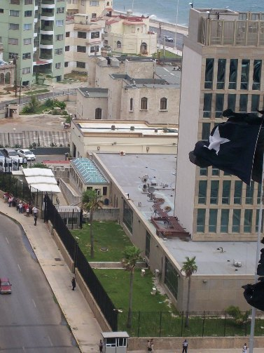 cubans lining up for visas to usa in havana