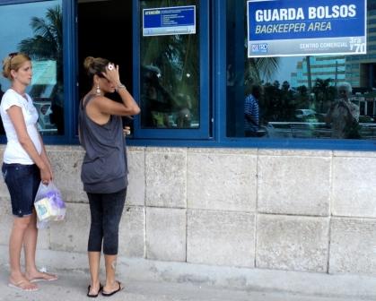 shopping bag check havana cuba