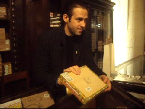 showing the seal on the cigar box